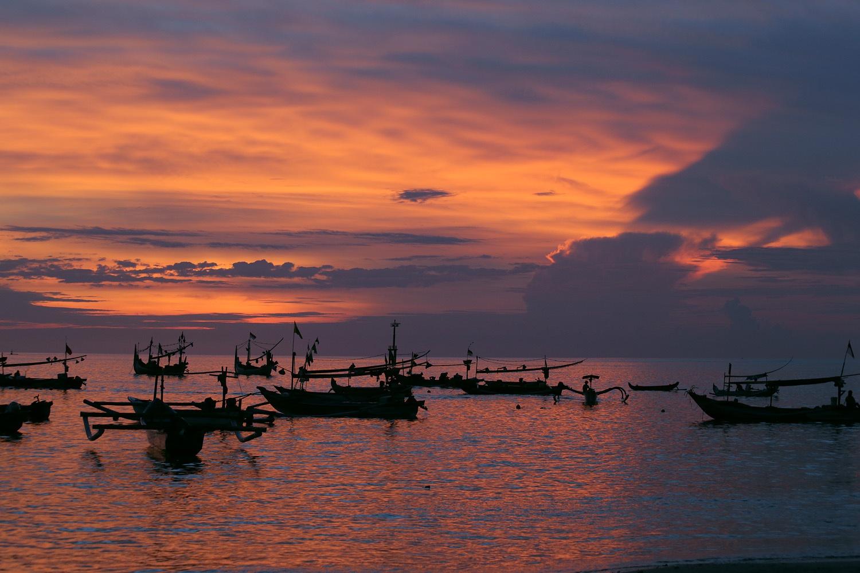 sunsetboatsA