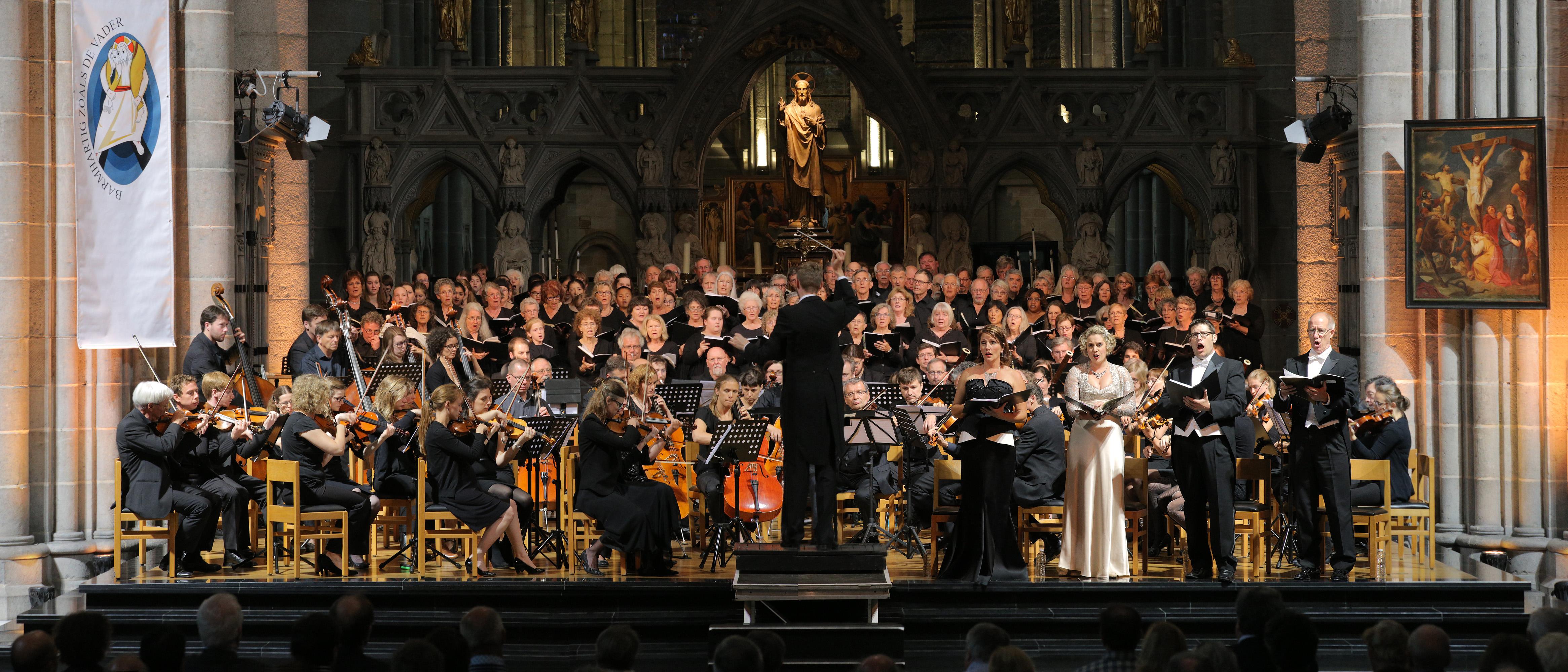 e16-ypresperformancepanA St. Martin's Cathedral,  Ypres, Belgium, 2016