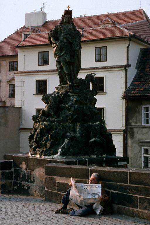 news Charles Bridge, Prague, Czech Republic, 1995
