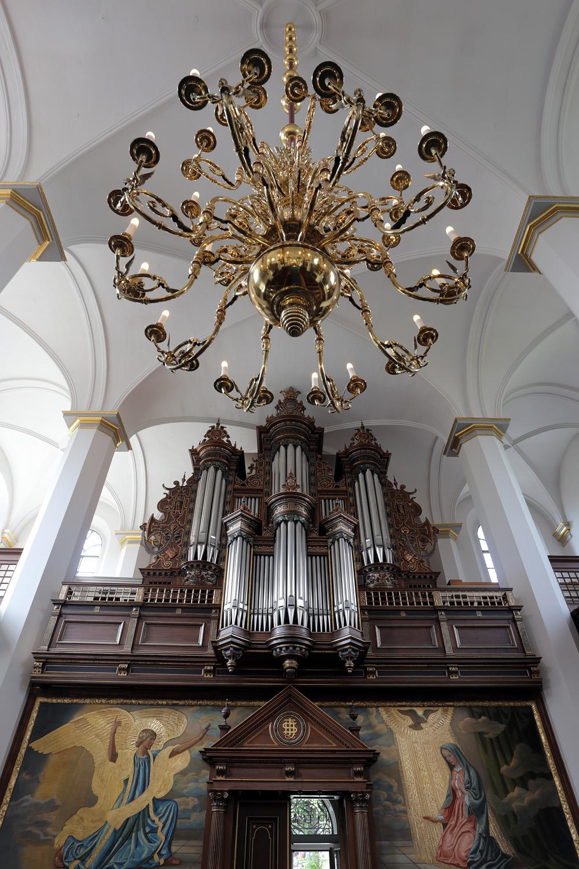 19-churchchandlier