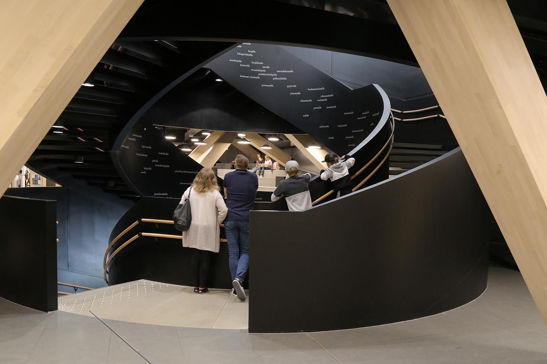19-librarystair