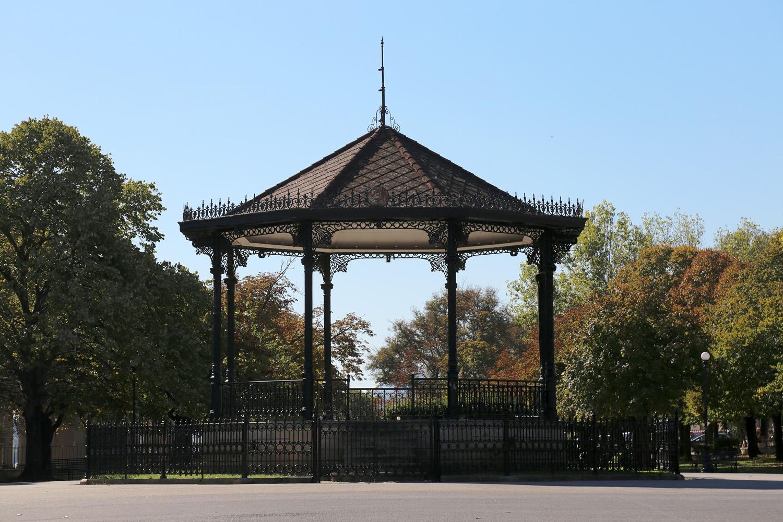 17-bandstand