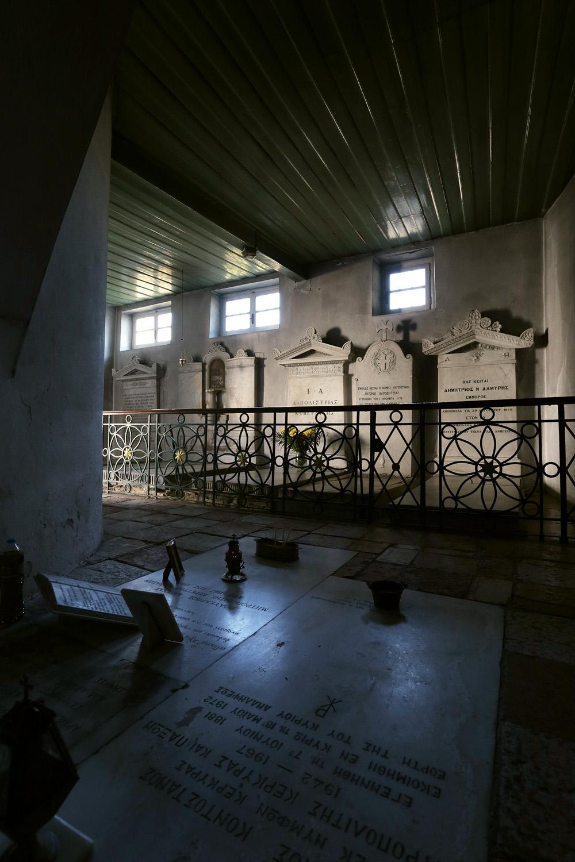 17-churchgravestones