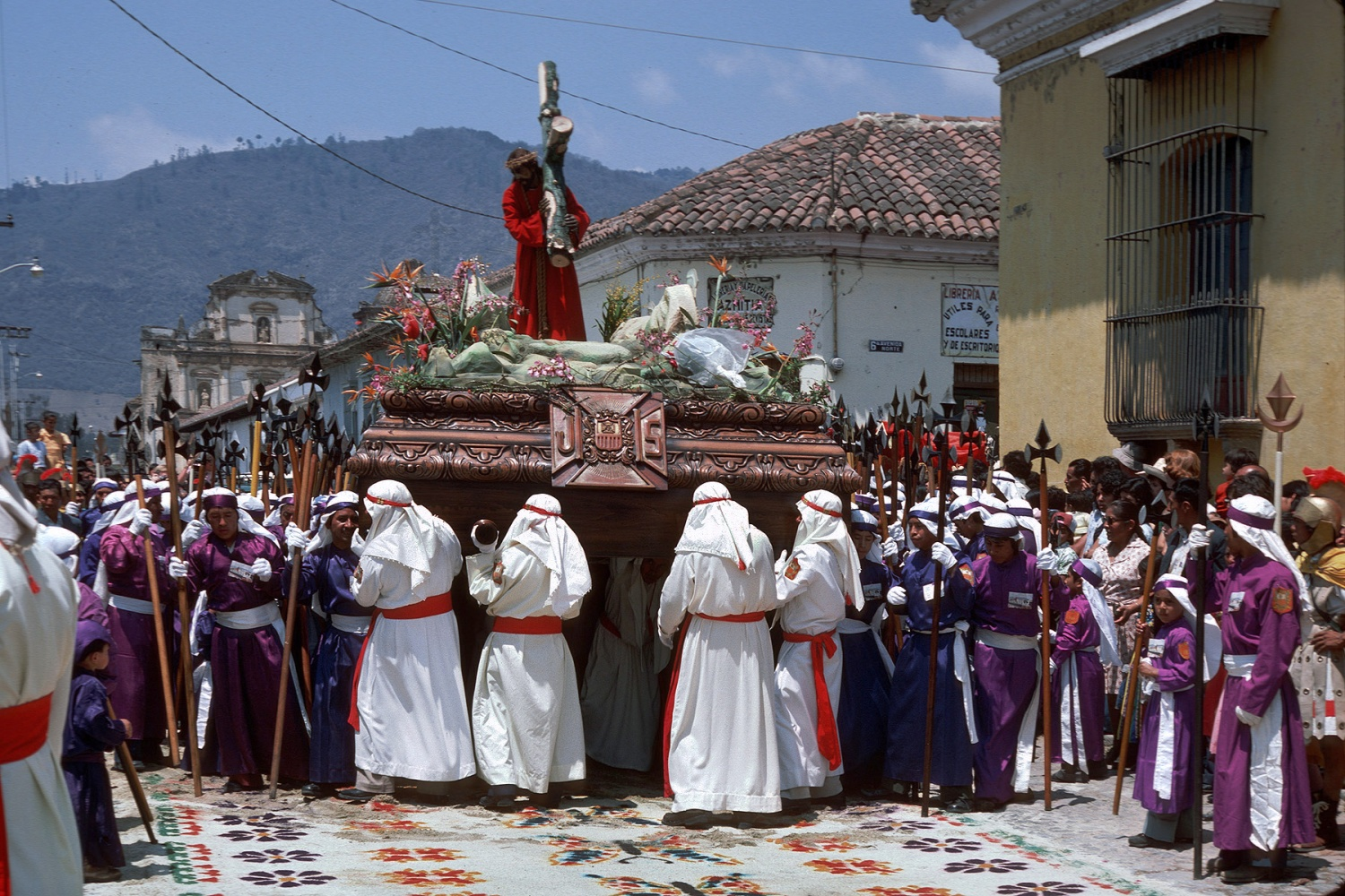 floatchrist Easter Procession, 