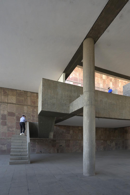 18-staircolumn