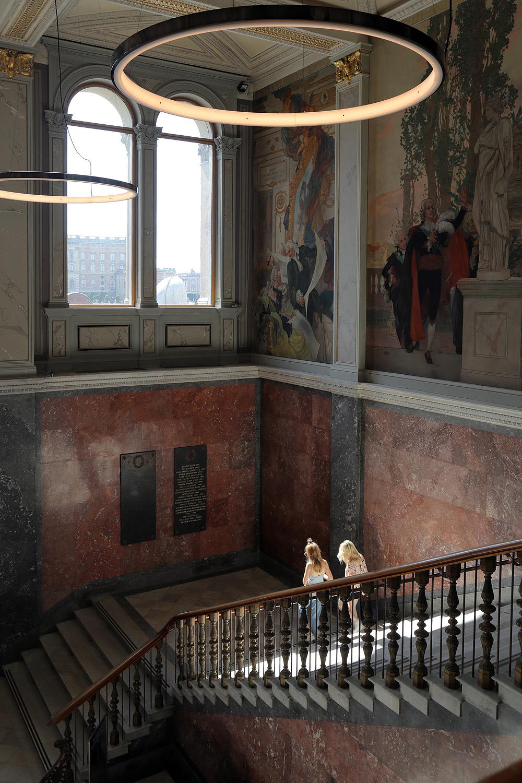 19-museumstair